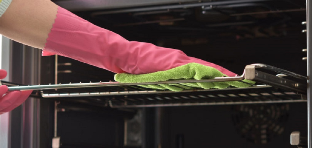 Tips de cocina para limpiar el horno con artículos naturales